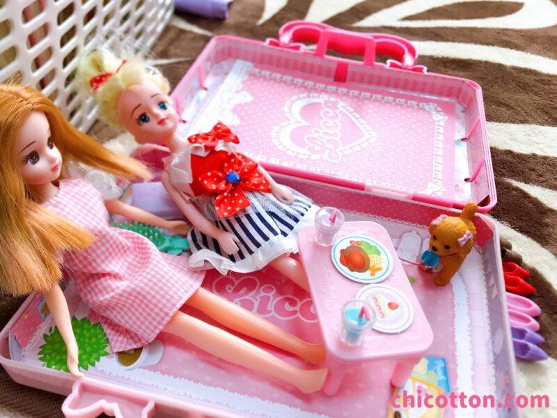 リカちゃん人形とエリーちゃん人形